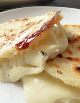 Da série Copa do Mundo Gourmet – Colômbia: Arepas recheadas com queijo