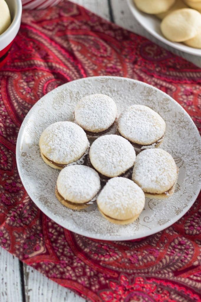 Dulce de Leche Sandwich Cookies (Casadinhos de Doce de Leite) | www.oliviascuisine.com