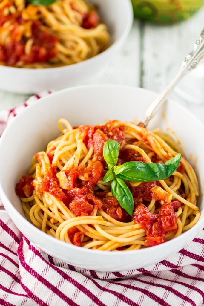 Spaghetti with Simple Marinara Sauce | www.oliviascuisine.com #oliviascuisine