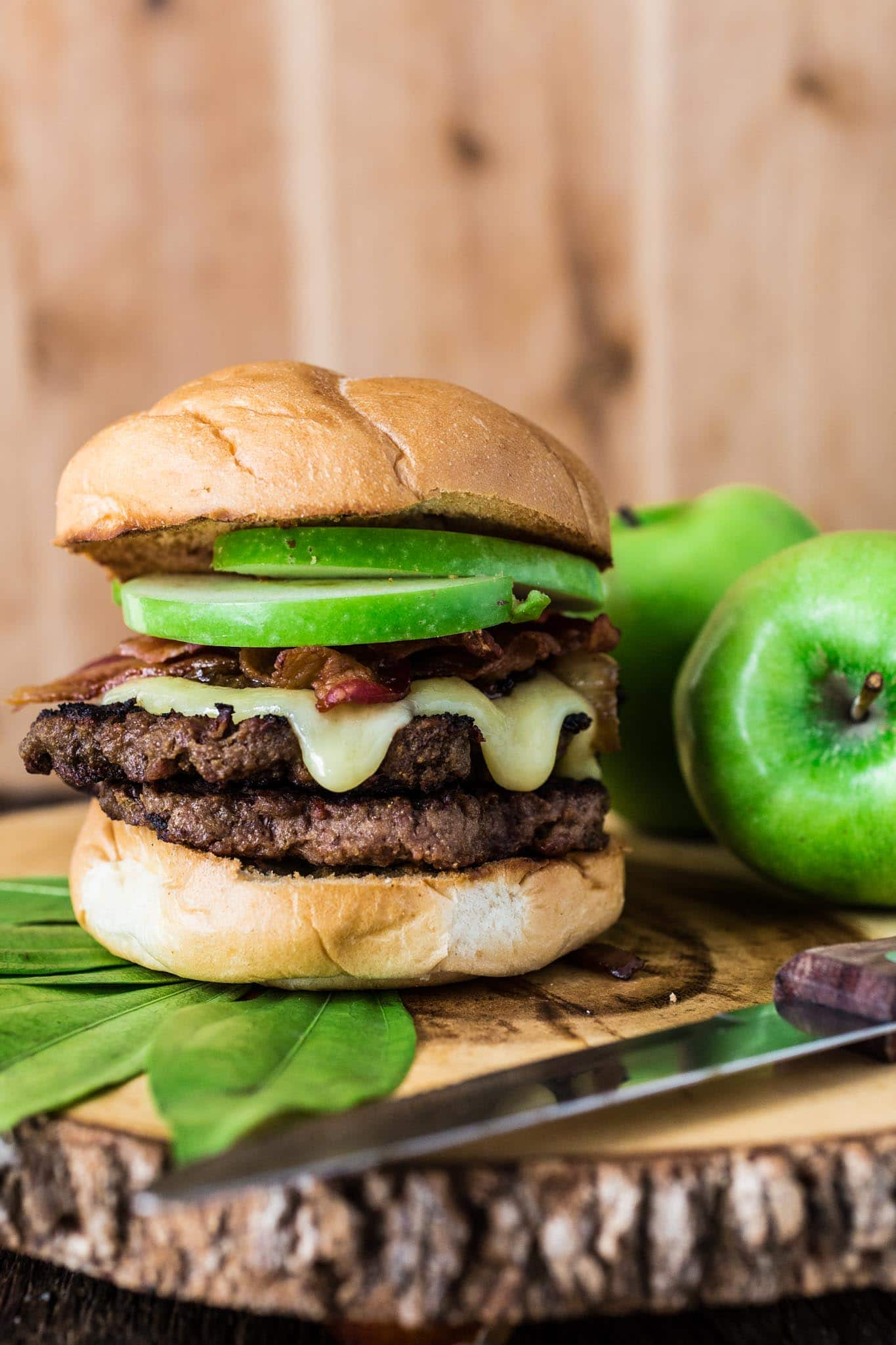 Apple, Bacon and Brie Burger | www.oliviascuisine.com | The epitome of fall, this delicious Apple, Bacon and Brie Burger will have you licking your fingers!