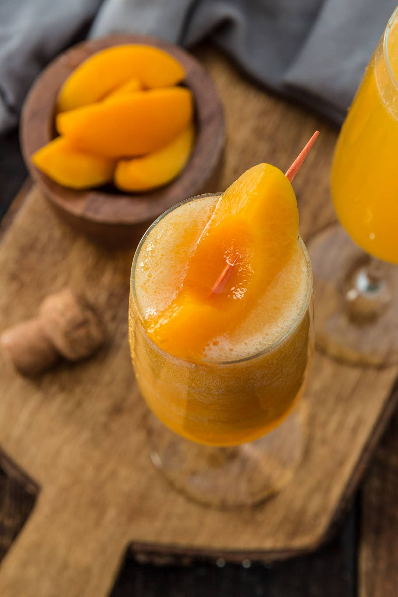 fizzy peach cocktail
