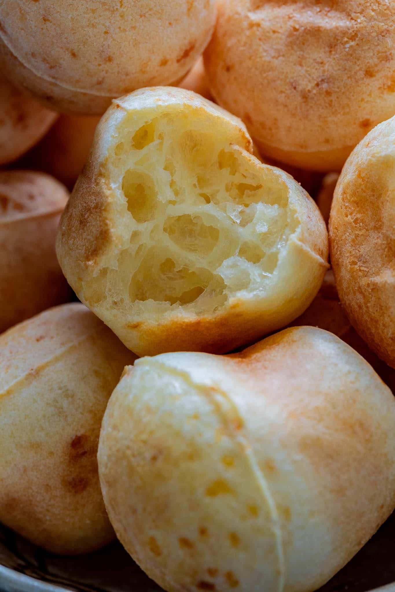 the texture of pao de queijo