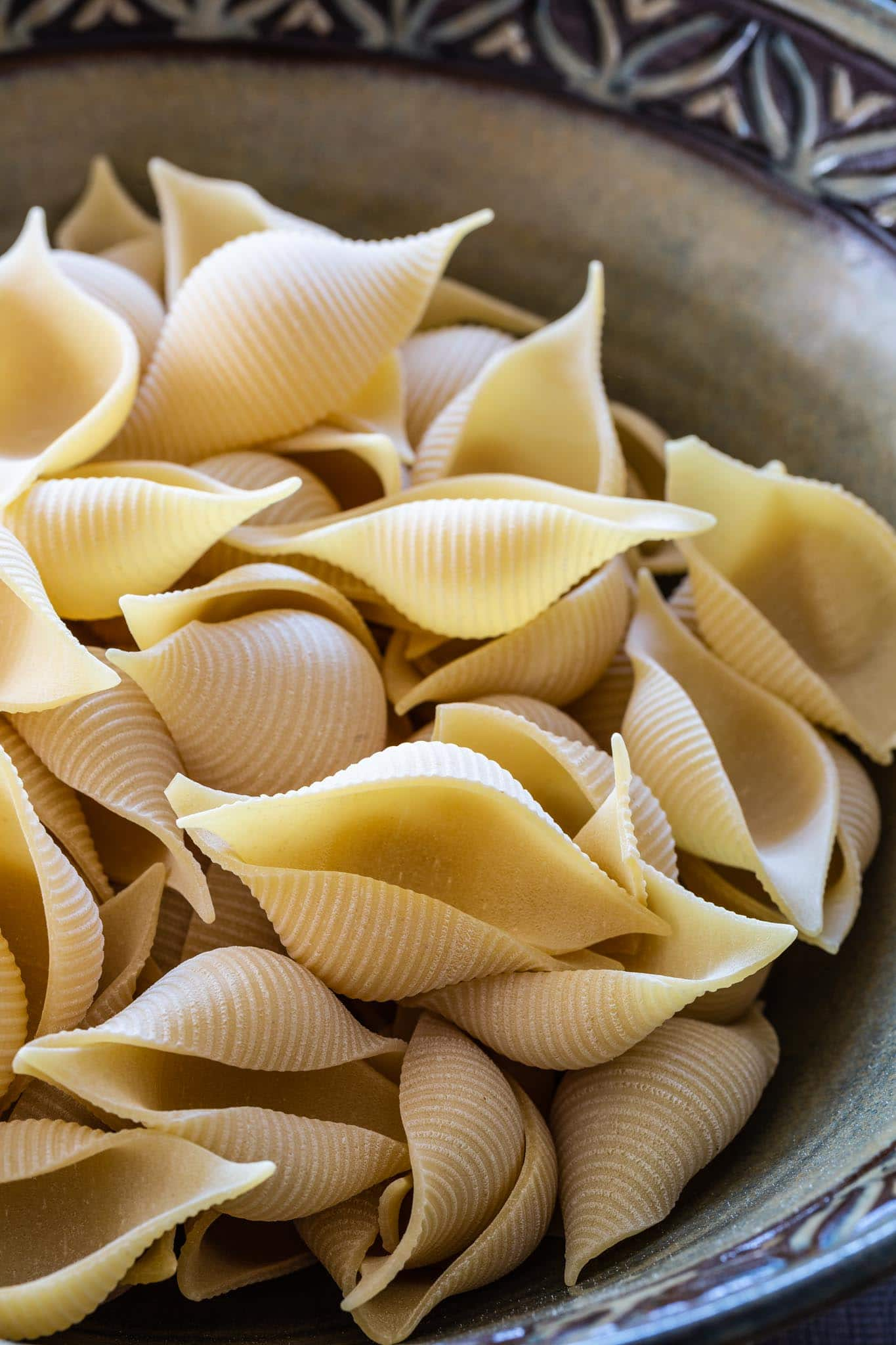 Conchiglioni pasta shells.