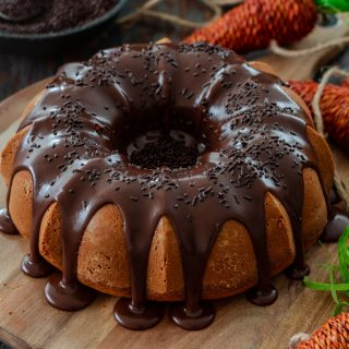 Carrot cake covered with brigadeiro.