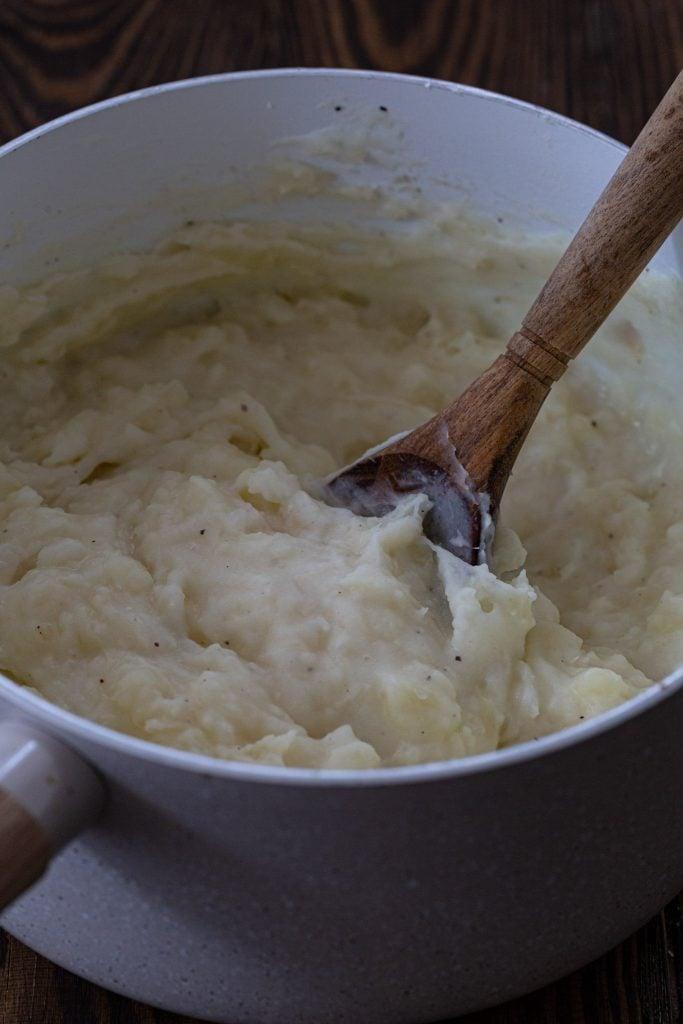 A pot of yuca mash.