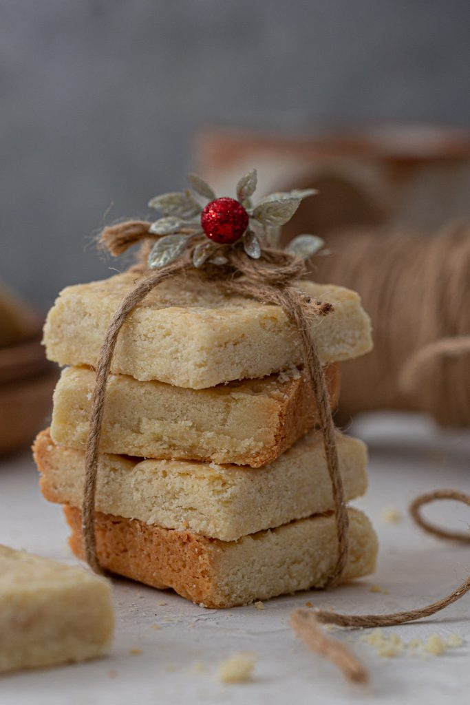 Stacked shortbread cookies, tied with twine.