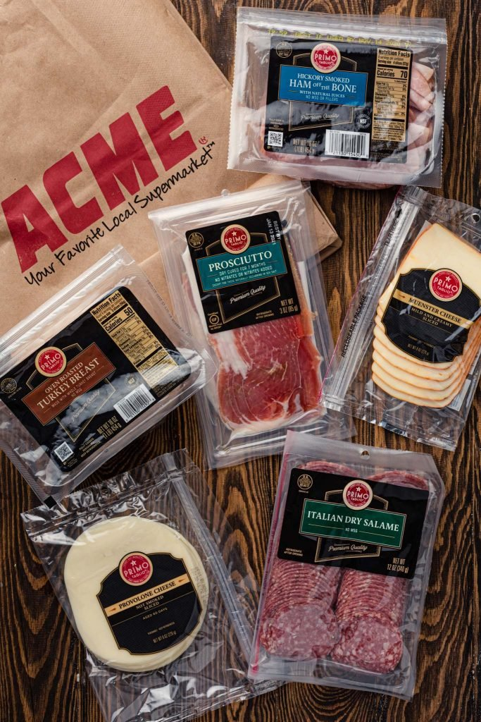 An ACME shopping bag and different Primo Taglio products.