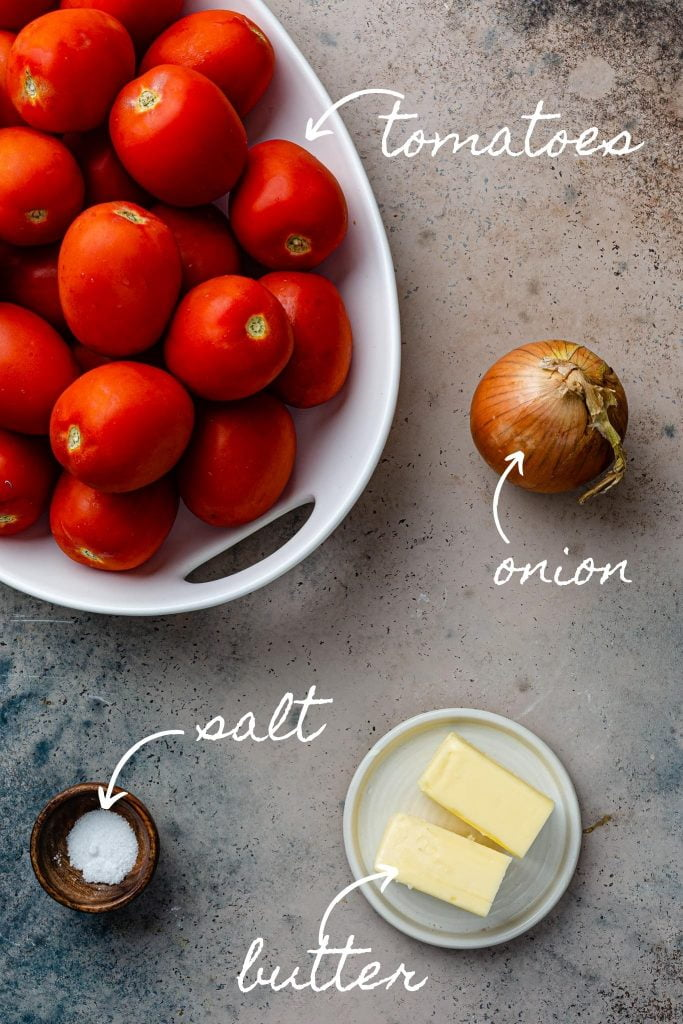 A photo of the ingredients: tomatoes, onion, butter and salt.