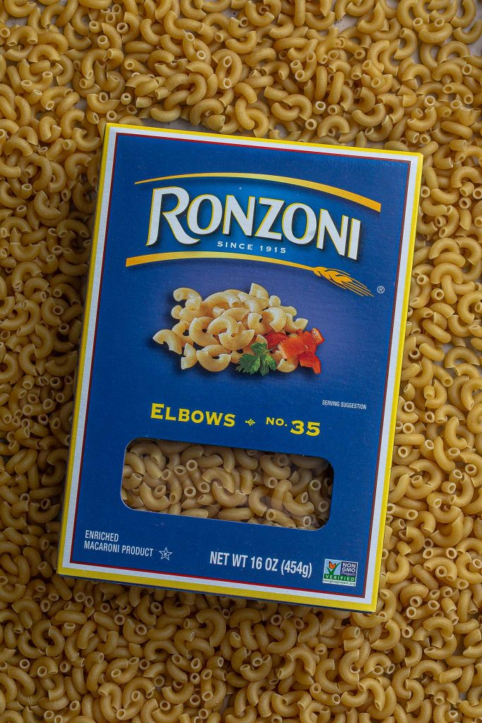 A photo of Ronzoni macaroni elbows.