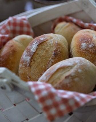 Pão Francês (Brazilian Bread Rolls)