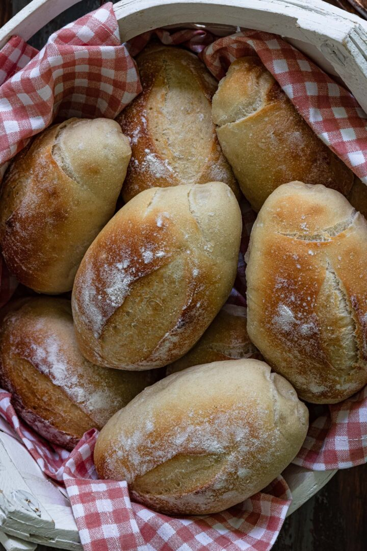 A close up shot of a basket of pão francês.